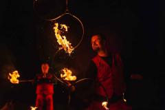 Feuerkünstler-zeigt-seine-Show-in-Brandenburg
